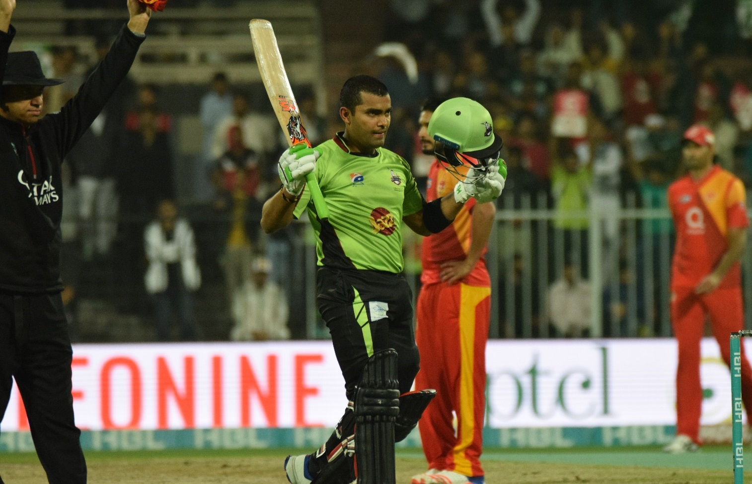 Umar Akmal leads Lahore Qalandars to a narrow victory against Islamabad United