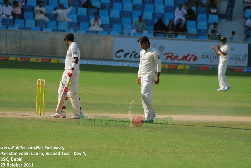 Mohammad Hafeez with the ball in hand