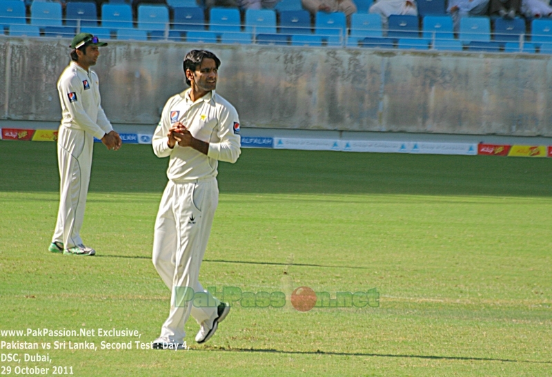 Mohammad Hafeez getting ready to bowl