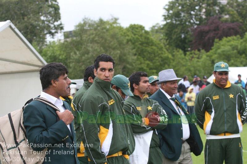 Umar Gul, Umar Akmal, Intikhab Alam (Manager), Waqar Younis (Coach)