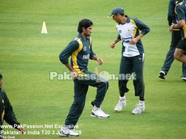 Pakistani players warmup