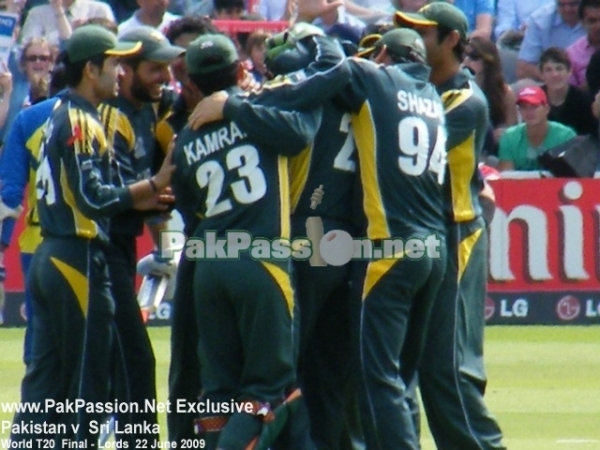 Pakistan team celebrate a wicket