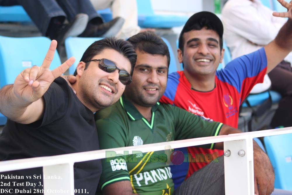 Pakistani fans at Dubai (DSC)
