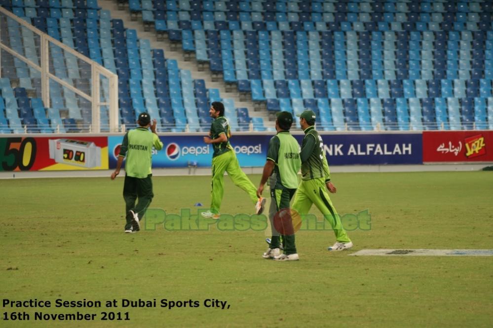 Pakistan vs Sri Lanka | 3rd ODI | Dubai | 18/11/11 | Pre-Match Practice Pic