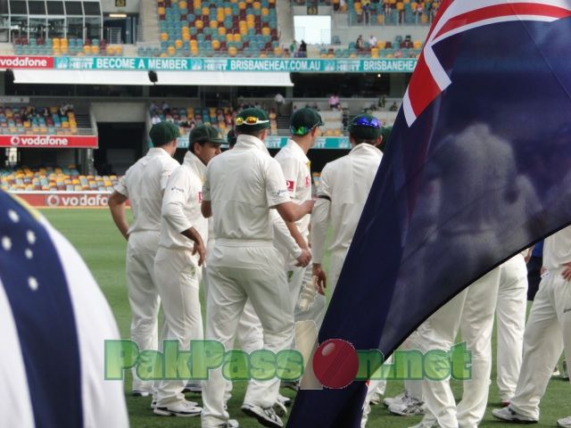 Aussies gather before the session begins