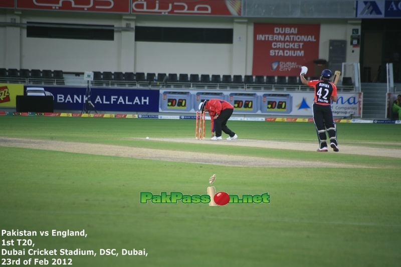 Ravi Bopara batting