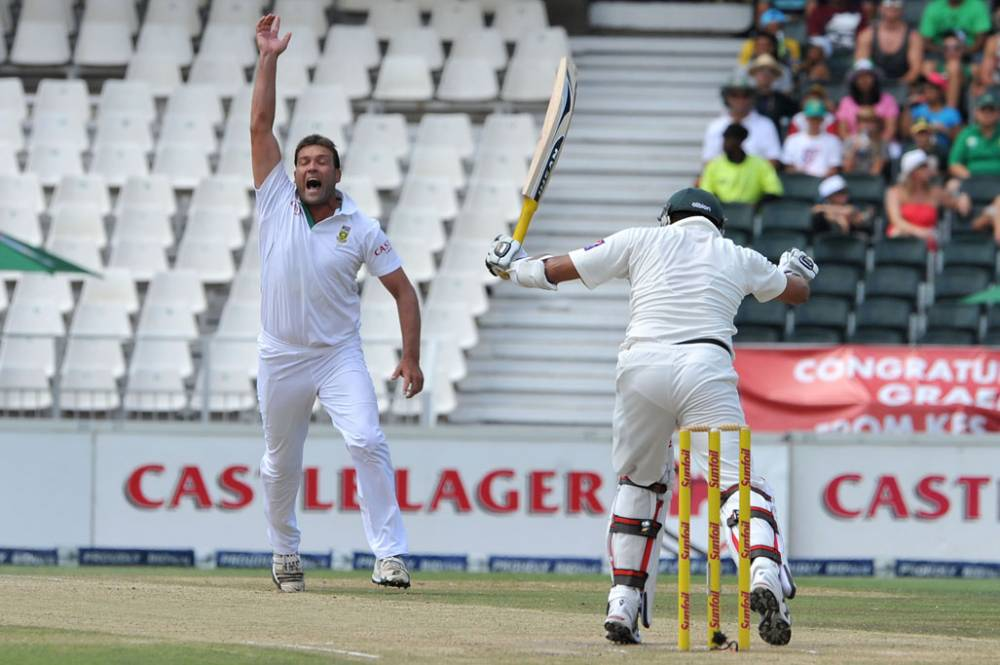Azhar Ali was trapped leg before to Jacques Kallis