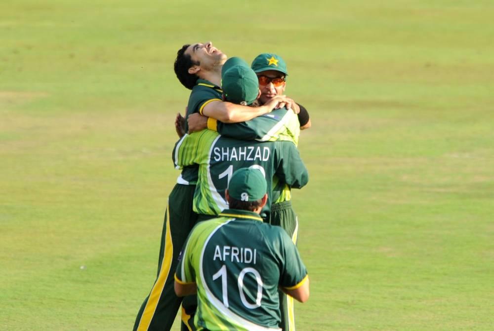 Umar Gul, Mohammad Hafeez, Shahid Afridi and Ahmed Shehzad celebrate