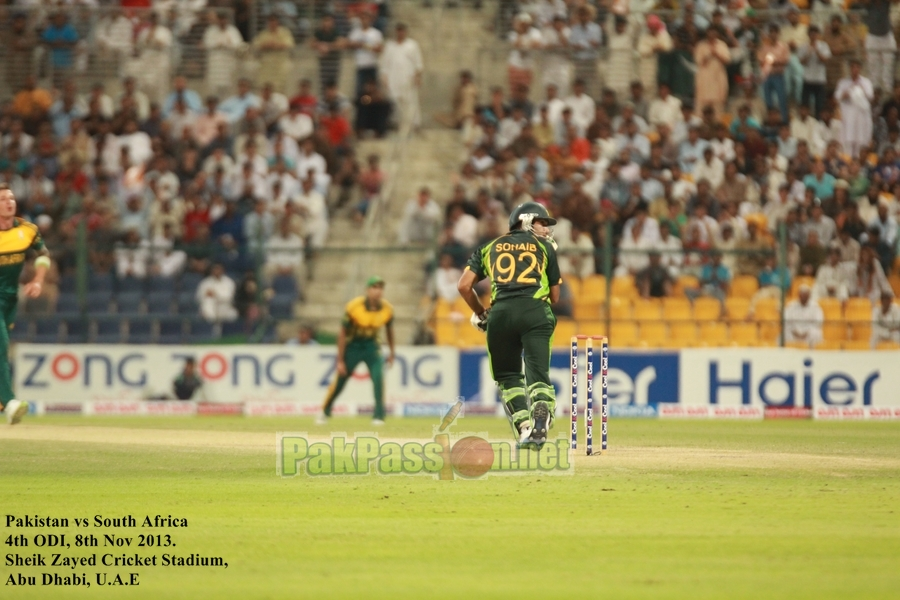 Pakistan VS South Afirca - 4th ODI - Dubai - 8th November 2013