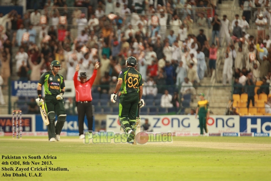 Pakistan VS South Afirca - 4th ODI - Dubai - 8th November 2013