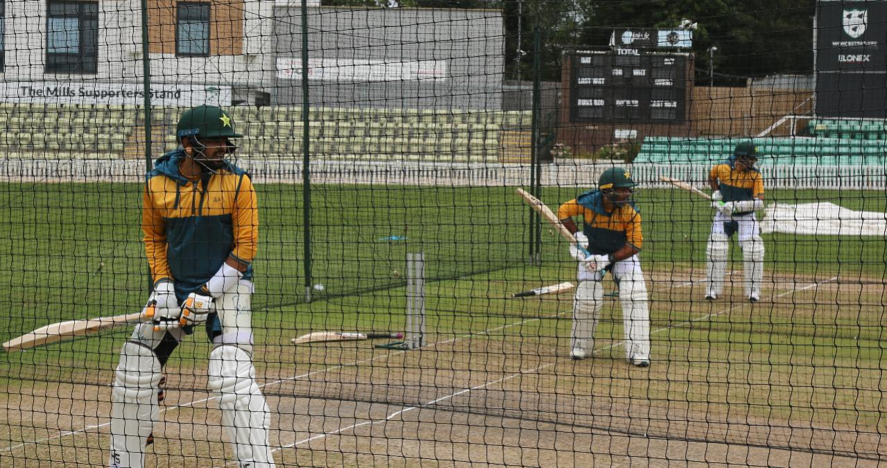 Pakistan contingent, 20 players and 12 management members, test negative for COVID-19 upon arrival in England