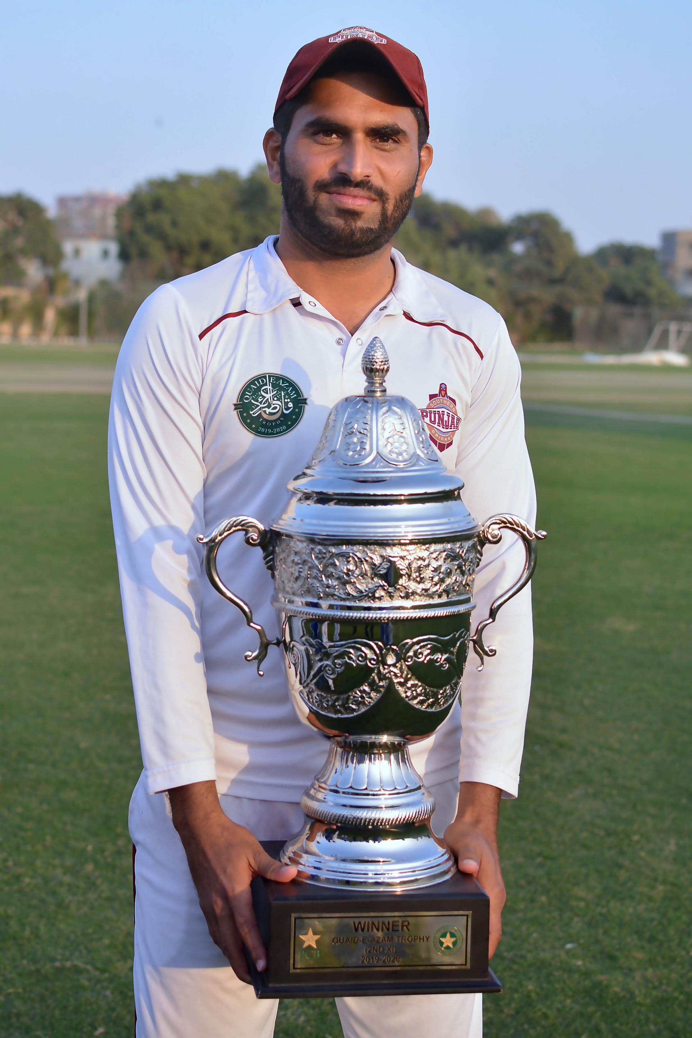 Name:  Naved Yasin captain of Southern Punjab with the winners trophy of Quaid-e-Azam Trophy 2nd XI Tou.jpg Views: 58 Size:  486.9 KB